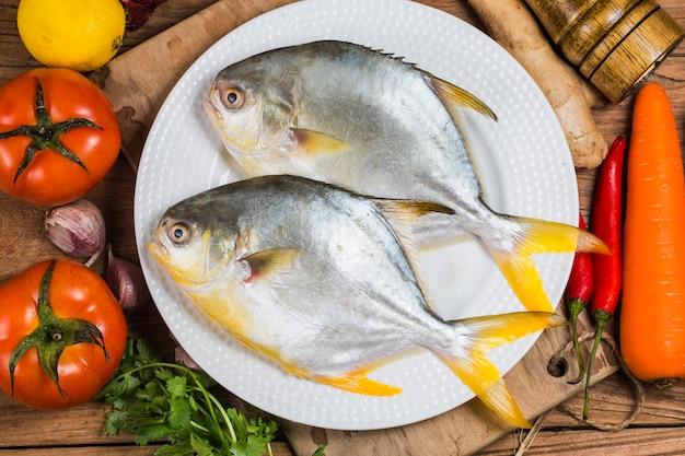 Peixe pomrfet dourado