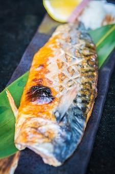 Peixe saba grelhado