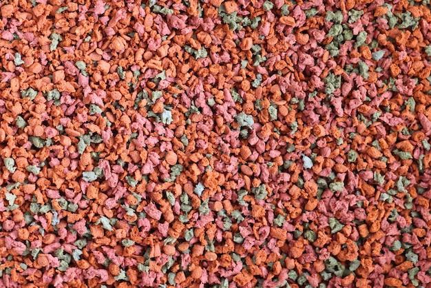 Pelotas multicoloridas para alimentação animal