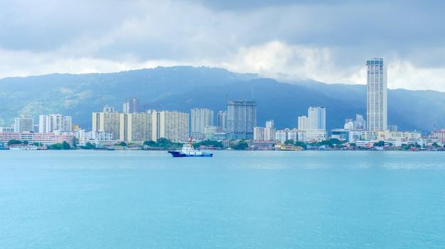 Penang é um estado da malásia localizado na costa noroeste da península da malásia.