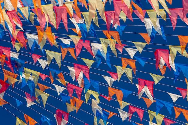 Penas decorativas de festas juninas