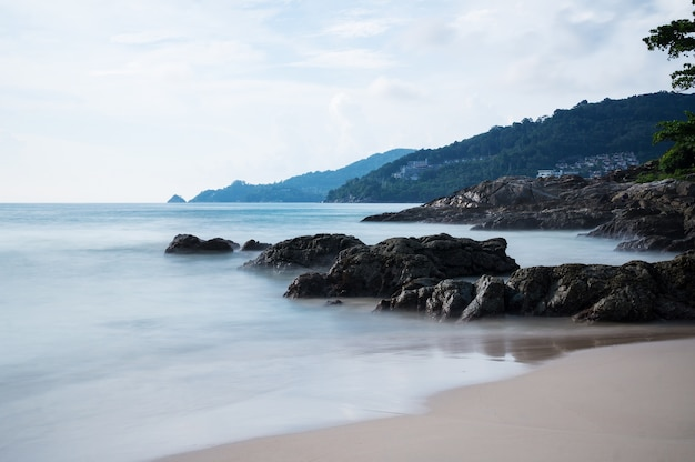 Penhasco na praia de patong