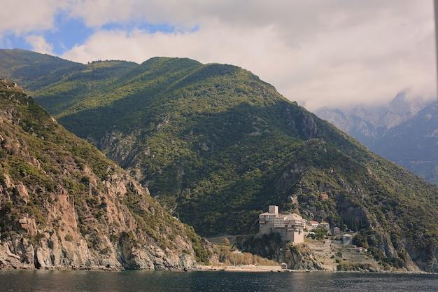 Península de athos, grécia. vista de uma balsa.