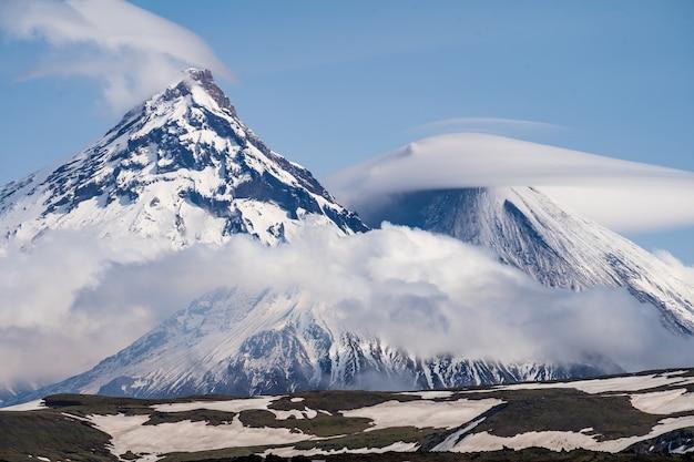 Península de kamchatka. rússia. kluchevskaya grupo de vulcões.