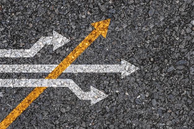 Pensamento diferente e conceito de interrupção de negócios e tecnologia.