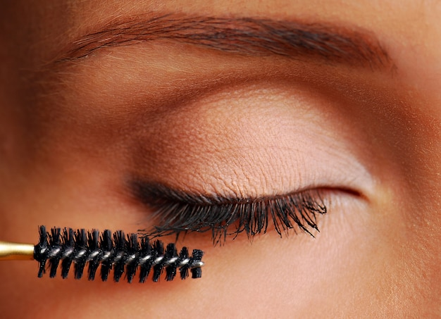 Pente cosmético para os cílios. imagem macro.