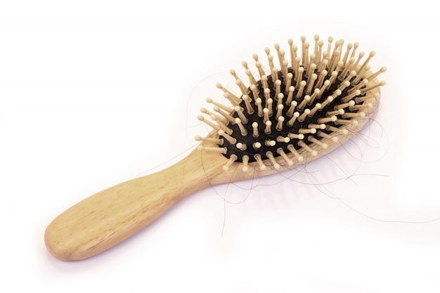 Pente de madeira isolado, penteado a perda de cabelo, caspa, problemas de saúde.