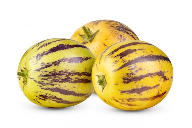 Pepino melões em um branco