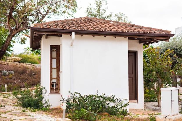 Pequena casa de acampamento agradável no mediterrâneo