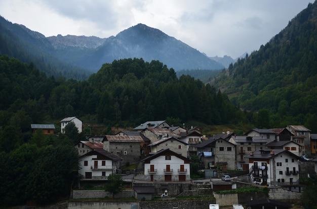 Pequena cidade de montanha.