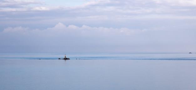 Pequena ilha na bretanha em direção a perros guirrec