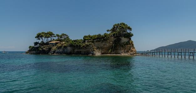 Pequena ilha no mar na grécia zakynthos