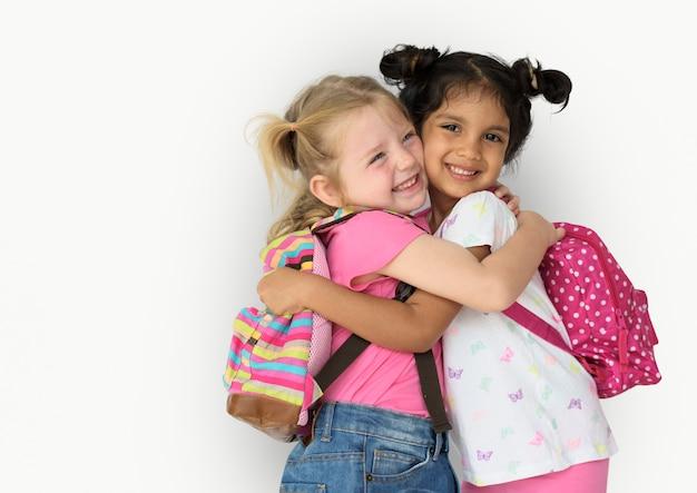 Pequena menina crianças sorrindo felicidade amizade