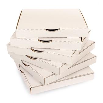 Pequena pilha de caixas de pizza simples