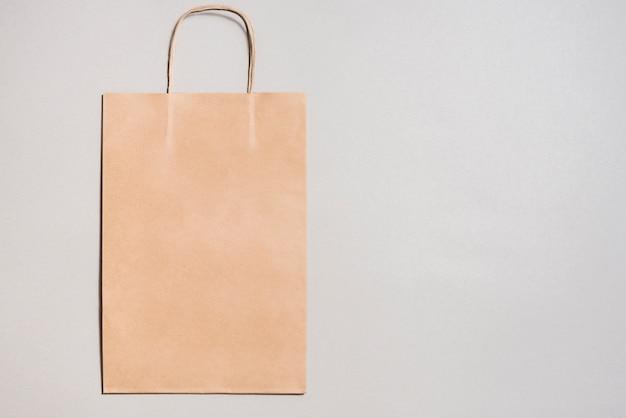 Pequena sacola de compras de papel ofício