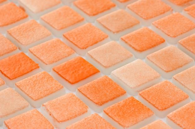 Pequena telha cerâmica laranja, tiro macro, faiança. para o catálogo