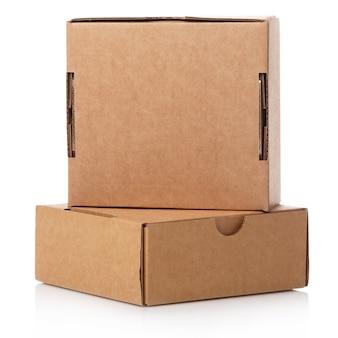 Pequenas caixas de papelão
