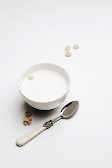 Pequeno-almoço de mingau de aveia com damascos secos