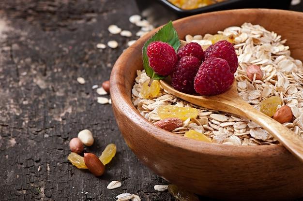 Pequeno-almoço saudável - aveia e frutas