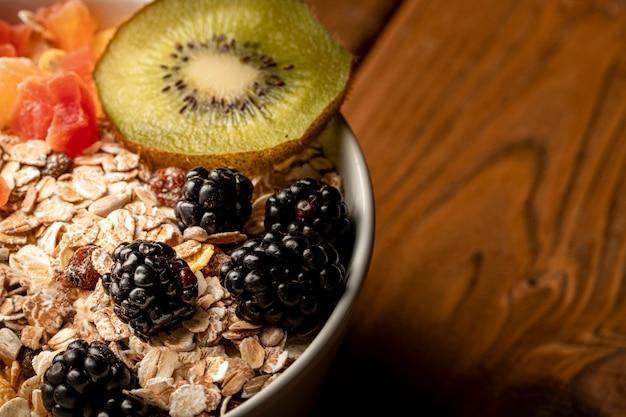 Pequeno-almoço saudável close-up na mesa