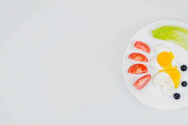 Pequeno-almoço saudável com frutas