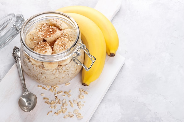 Pequeno-almoço saudável de aveia