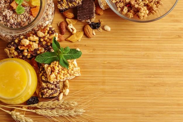 Pequeno-almoço saudável na mesa, copyspace