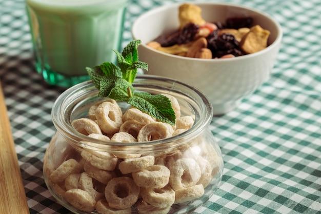 Pequeno-almoço saudável na mesa