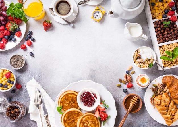 Pequeno-almoço saudável sortido
