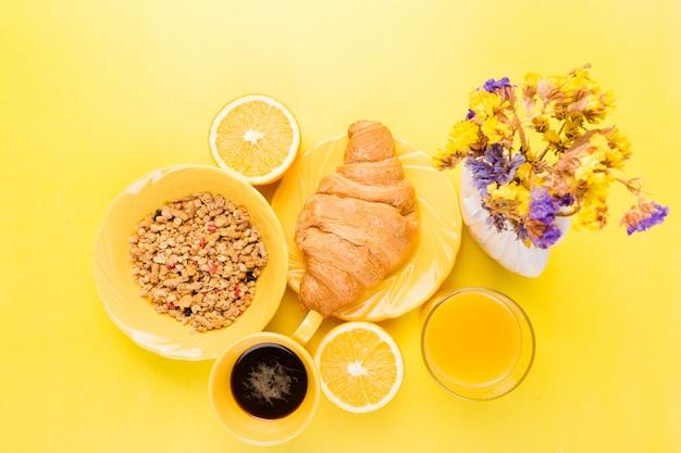 Pequeno-almoço saudável, vários sortidos conjunto.