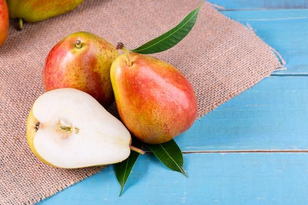 Peras doces na cesta