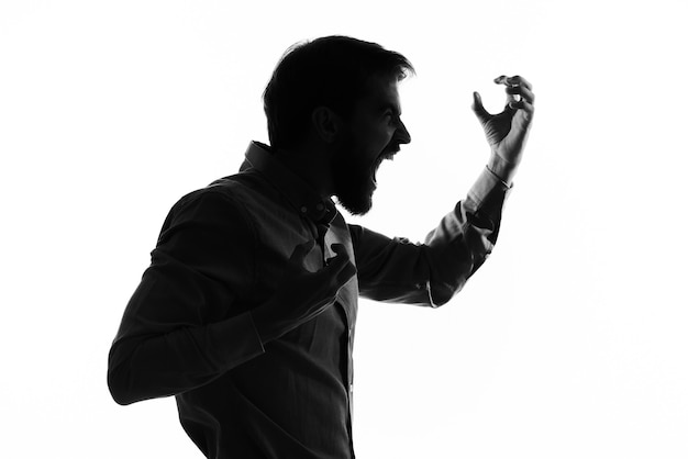 Perfil de sombra de silhueta de homem emocional cortada a vista.