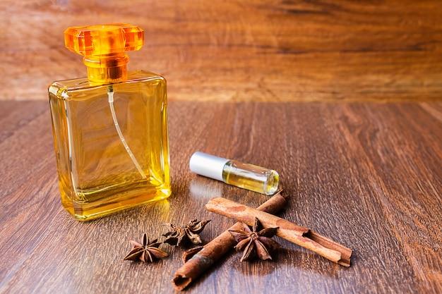 Perfume e frascos de perfume