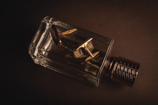 Perfumes e abotoaduras masculinas