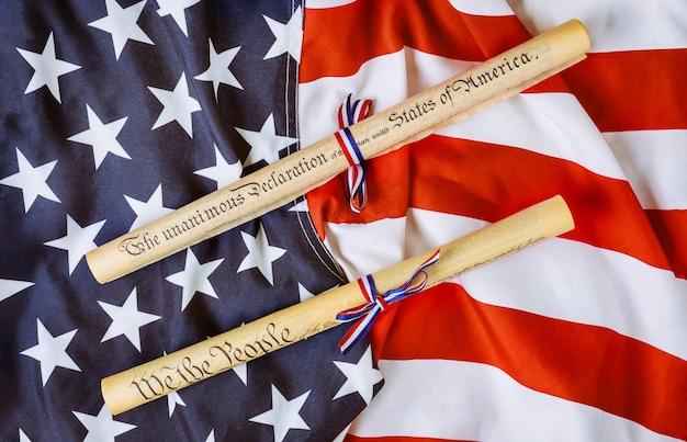 Pergaminho de declaração de independência com bandeira dos eua