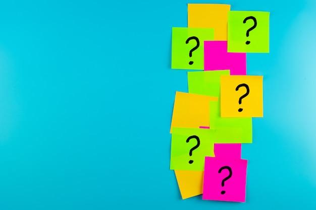 Perguntas marque (?) a palavra no papel, observe com freqüência. faq (perguntas freqüentes), resposta, perguntas e respostas, comunicação e debate de ideias, dia internacional da realização de perguntas