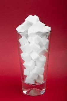 Perigo de açúcar em bebidas carbonatadas.