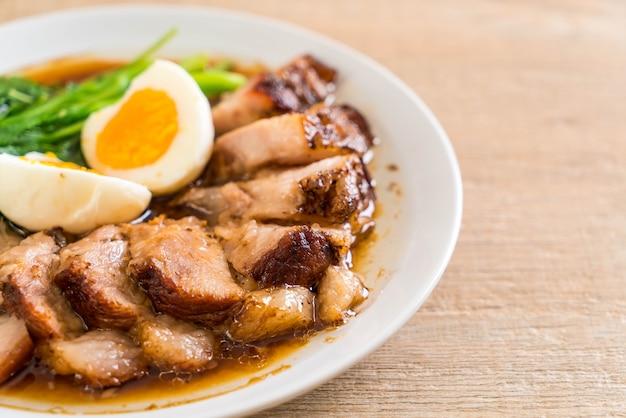 Perna de porco estufada