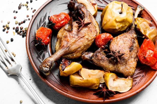 Pernas de pato com enfeite vegetal