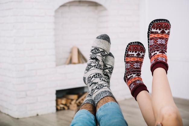 Pernas humanas em meias