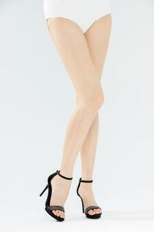 Pernas lindas de salto alto