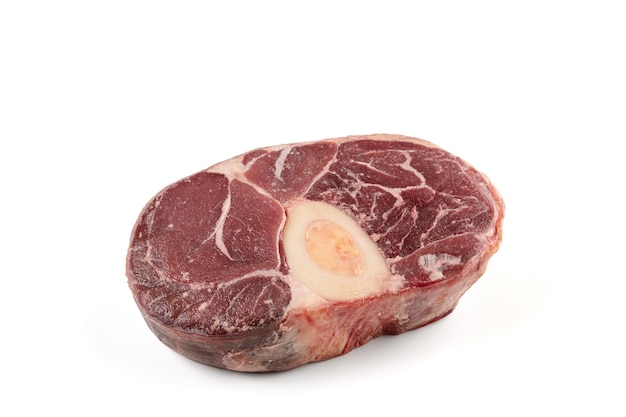 Pernil de carne crua para pot au feu em branco