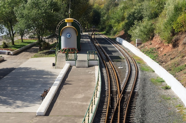 Perron childrens railway no passeio na cidade de orenburg, rússia