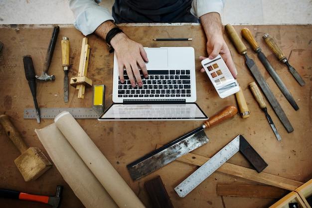 Perseguição da ocupação da profissão do artesão conceito especializado
