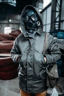Perseguidor com máscara de gás, perigo de radiação