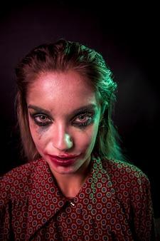 Personagem de horror com maquiagem de palhaço de pôquer