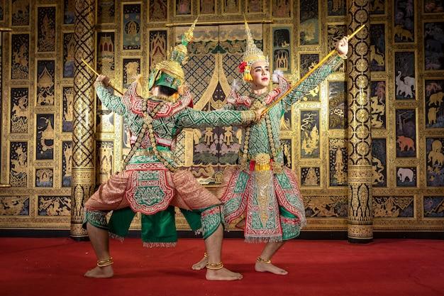 Personagem de pantomima tailandesa, realizando uma bela dança