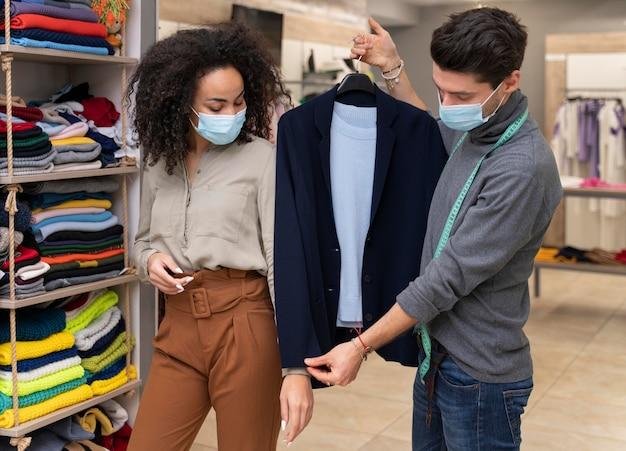 Personal shopper com máscara funcionando