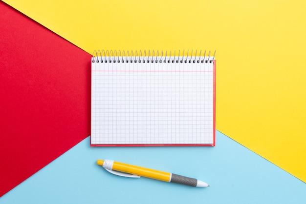 Perspectiva colorida, pensamento positivo, inspirações de ideias criativas, contemplação alegre