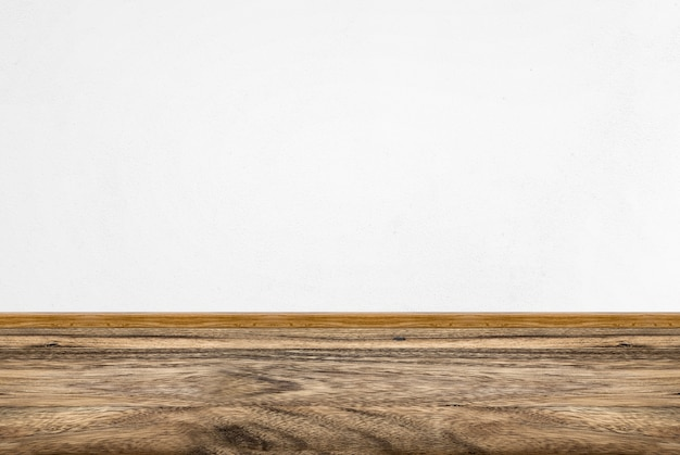 Perspectiva da sala vazia, parede de concreto branca e piso de madeira